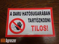 """Biztonsági jelölés """"Daru hatósugarában tartózkodni TILOS! """""""